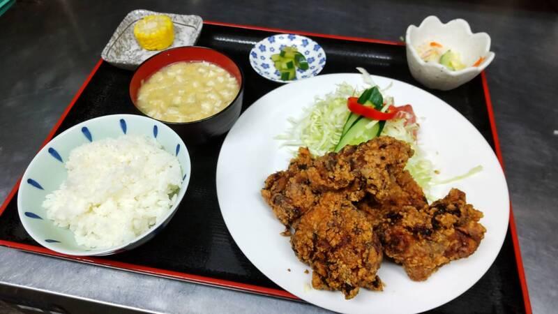 唐揚げ定食(880円)
