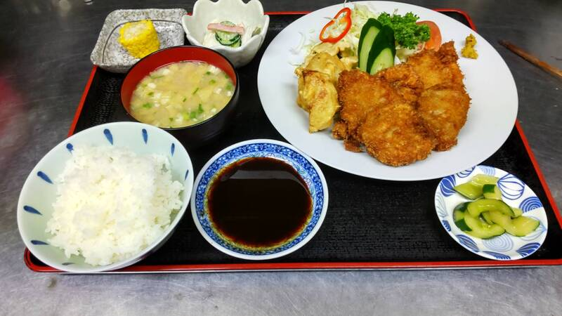 ヒレカツ定食(880円)